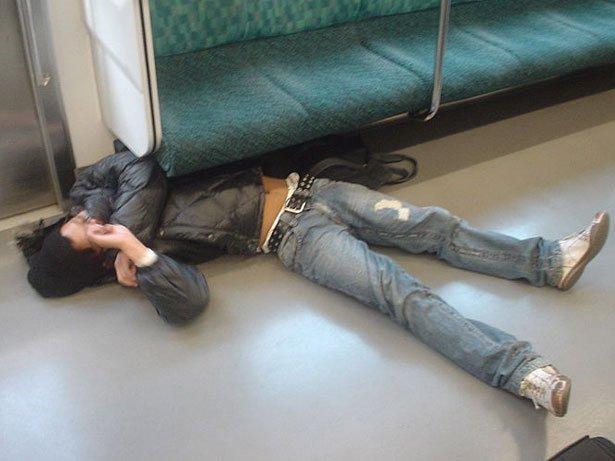 Dormir dans le métro 3
