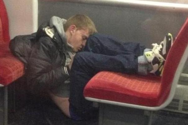 Dormir dans le métro 7