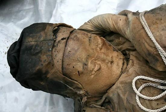 Une tombe de 700 ans-10