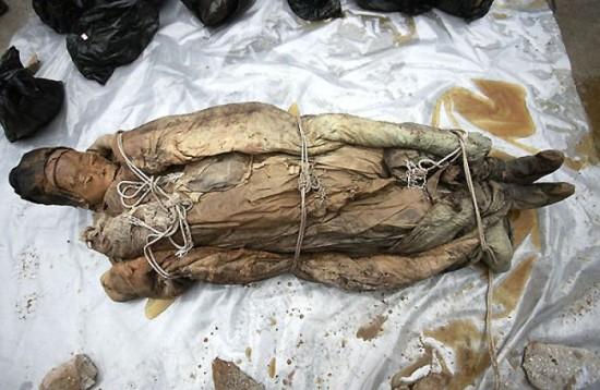 Une tombe de 700 ans-12