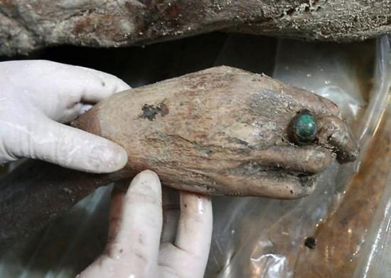 Une tombe de 700 ans-6