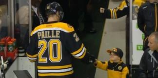 enfant-checks-joueurs-hockey
