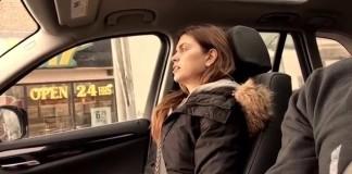 filmer-discretement-femme-chante-voiture