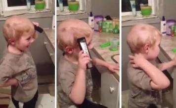 Un enfant se peigne avec une tondeuse