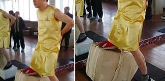 Zhao-Zhenhua-maitre-kung-fu-souleve-80-kg-avec-ses-testicules
