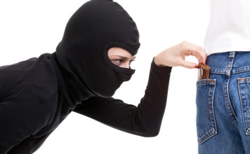 girl-pick-pocket
