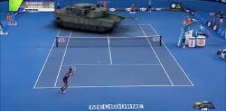 Novak Djokovic joue au tennis contre un tank