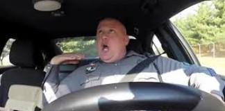 Un policier chante et danse sur Shake It Off en conduisant