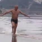 moine-shaoline-marche-eau