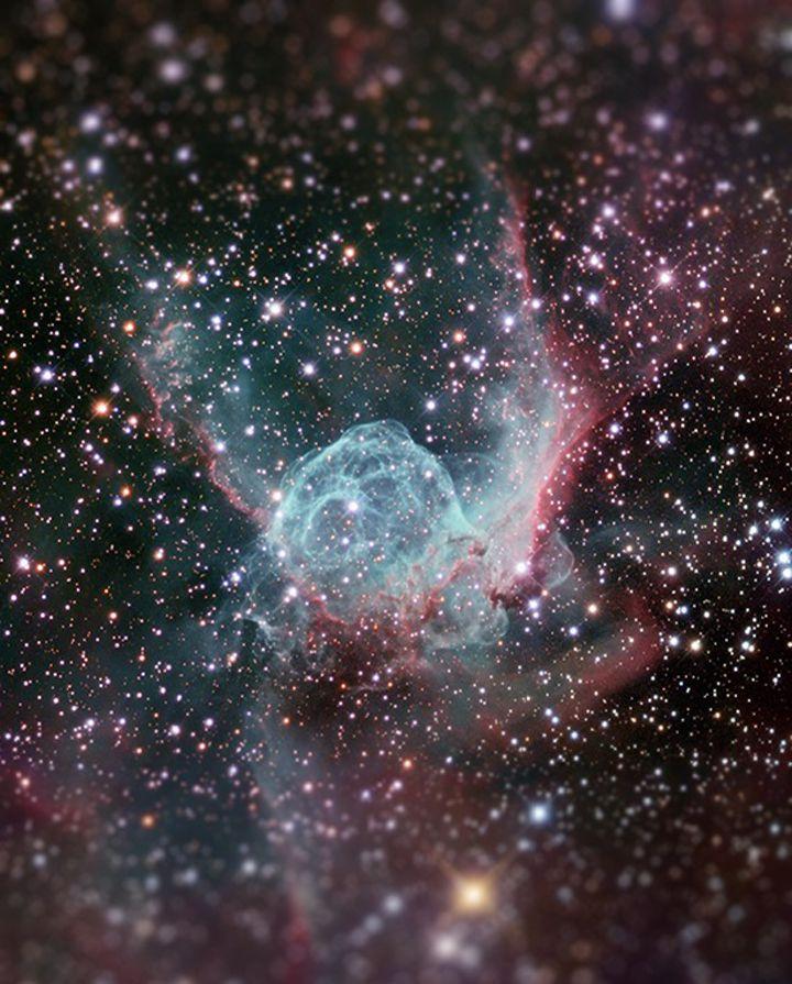 Espace-Tilt-Shift-nebuleuse-casque-thor-720x895