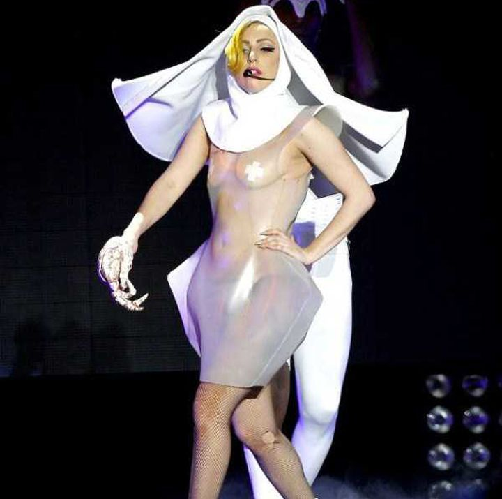 Lady-Gaga-Tenues-Mode-23-720x715
