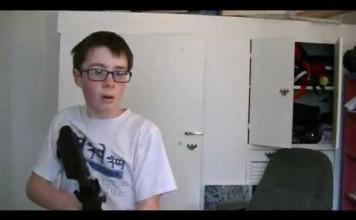 Il tire sur son écran avec un airsoft gun