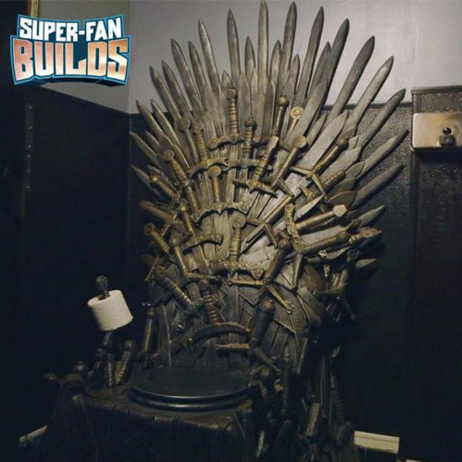 Iron-Throne-Toilet1-L