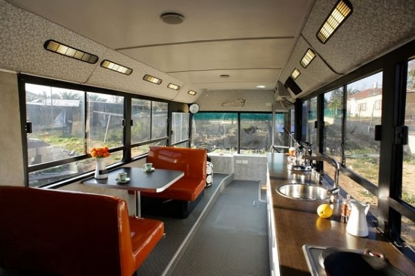 transformer un vieux bus en camping car de luxe breakforbuzz. Black Bedroom Furniture Sets. Home Design Ideas