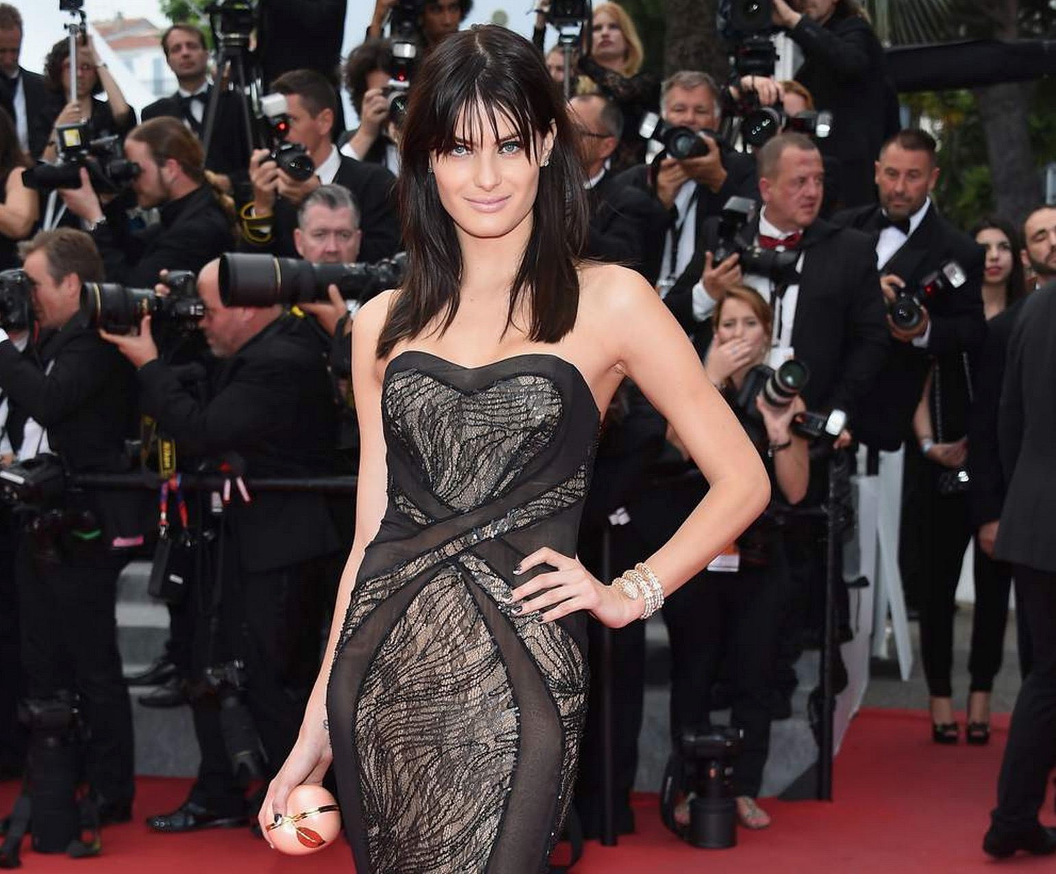 isabelli-Fontana-decollete-cannes-2015
