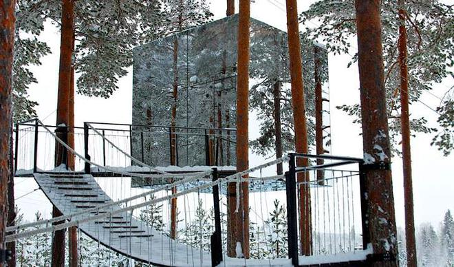 Stairs-to-your-guestroom-TreeHotel-Sweden-L