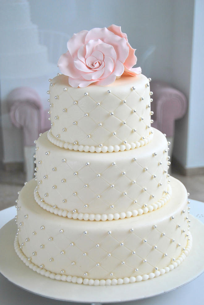 Wedding-couture-cakes23__880-L