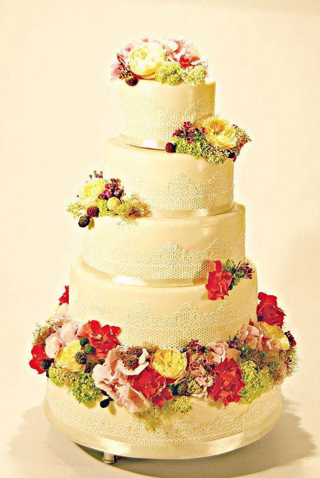 Wedding-couture-cakes24__880-L