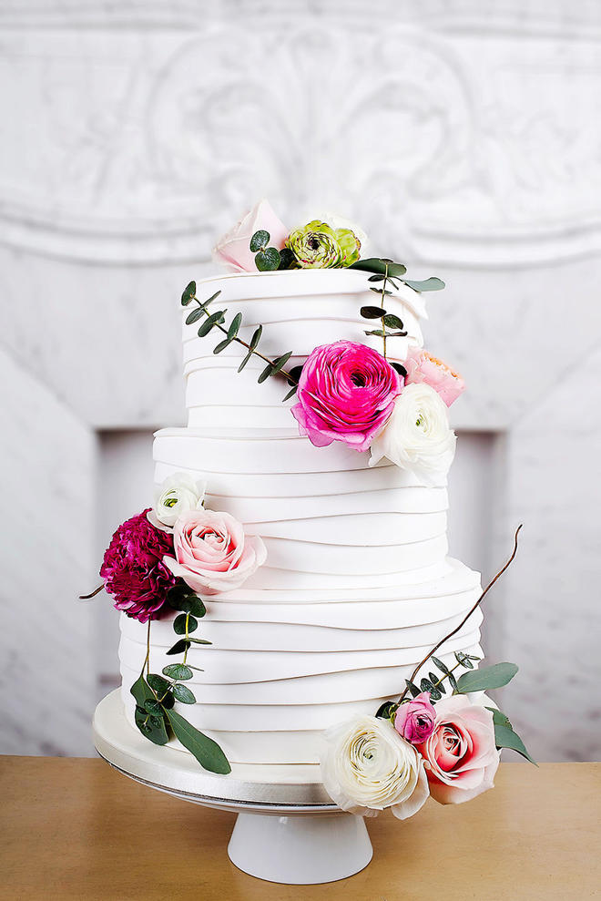 Wedding-couture-cakes2__880-L