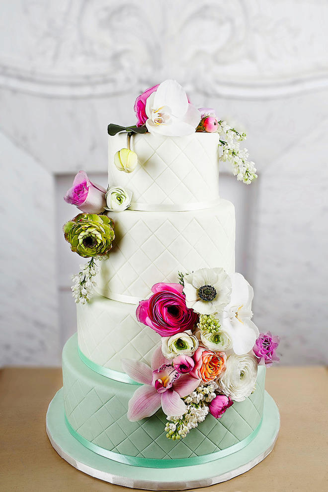 Wedding-couture-cakes8__880-L