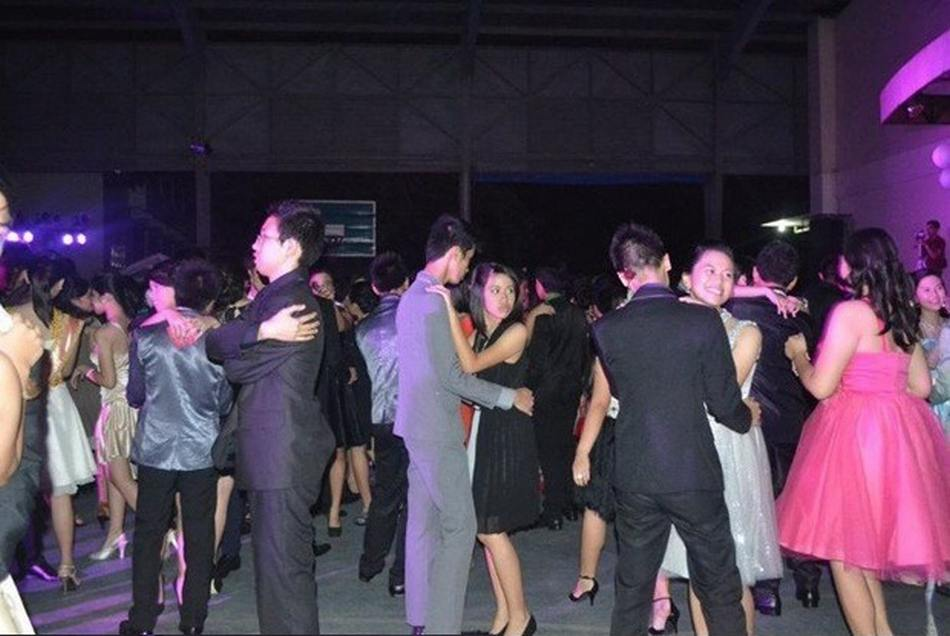 forever-alone-prom-dance