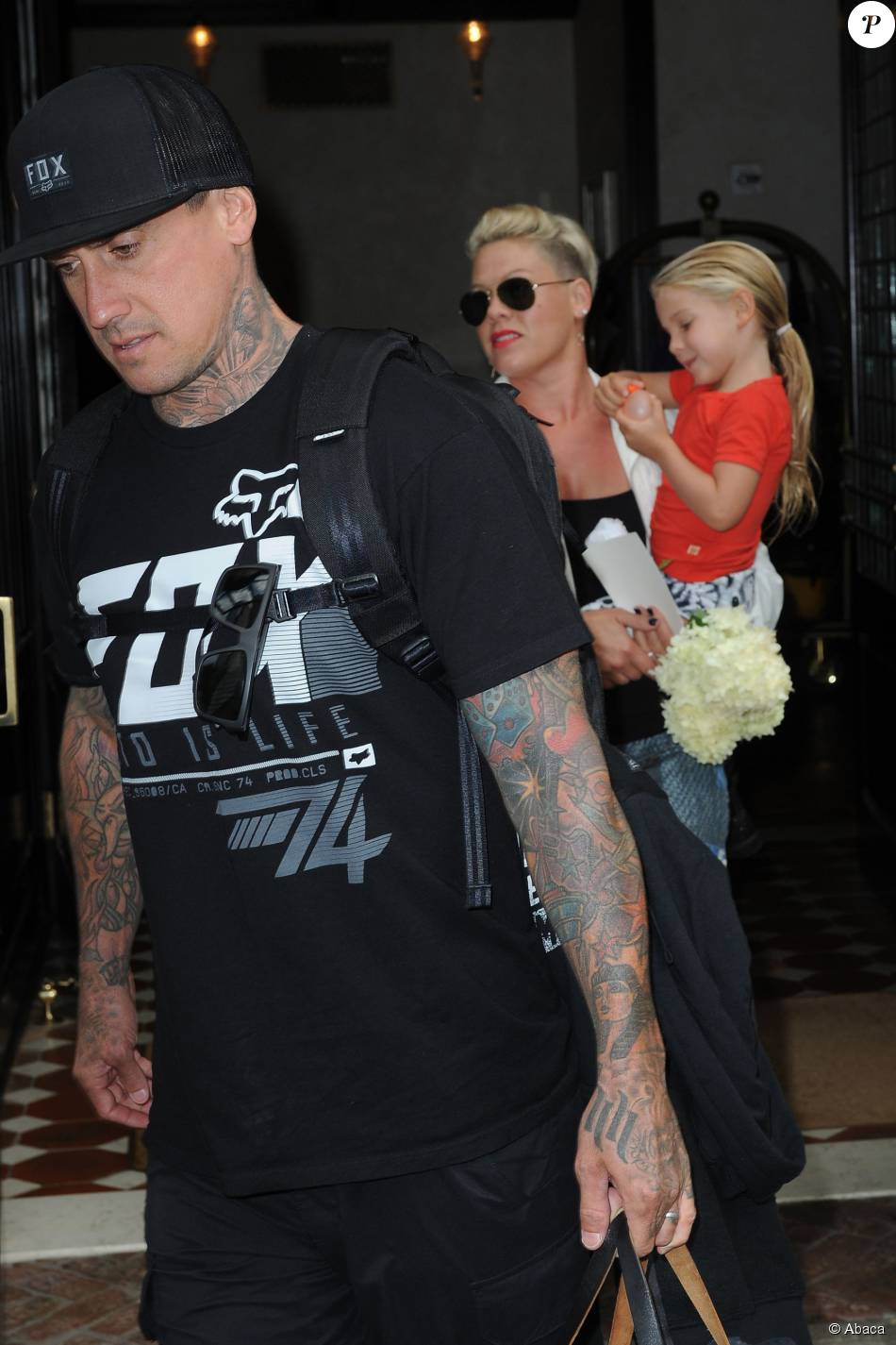 1929943-pink-carey-hart-et-leur-fille-willow-950x0-2