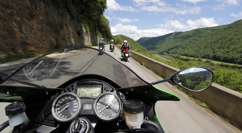 petite balade en moto sur une route de montagne breakforbuzz. Black Bedroom Furniture Sets. Home Design Ideas