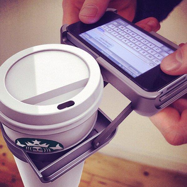 L'accessoire pour tenir son café pendant qu'on répond à un texto