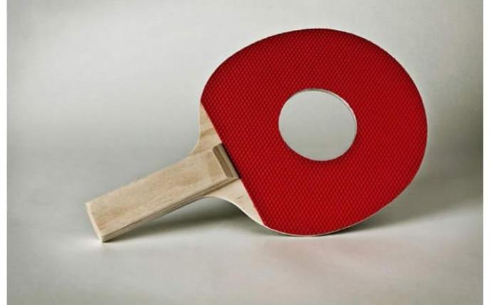Raquette de Ping Pong avec un trou