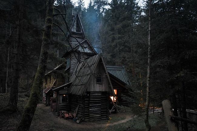 Cabane-dans-les-bois-en-Bosnie