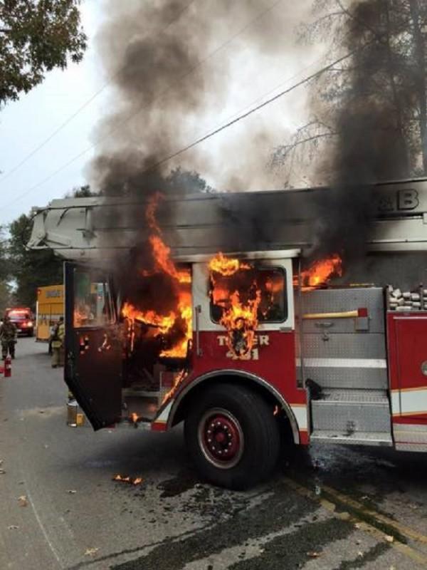 Camion-de-pompier-en-feu