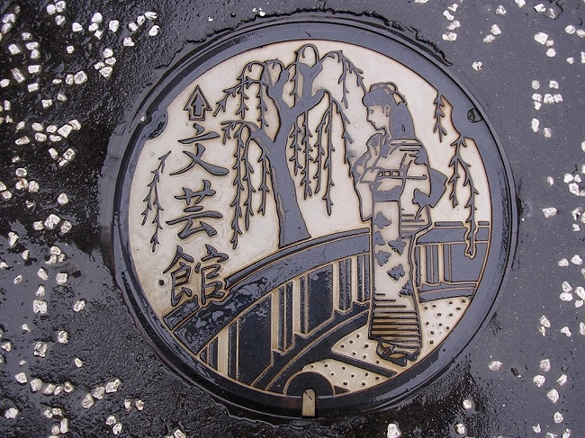 Dessin-sur-un-egout-au-Japon