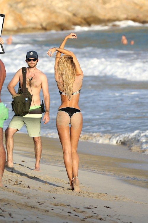 Photos-Candice-Swanapoel-bronzee-fesses-bombees_6