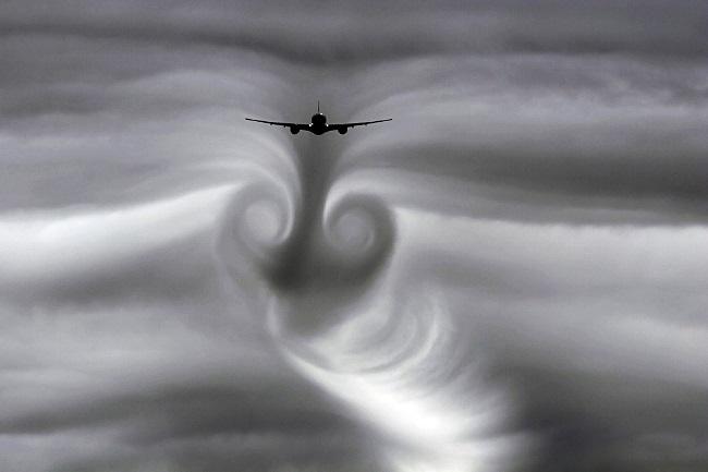 Avion-dans-des-turbulences
