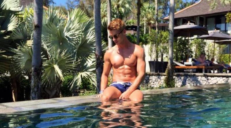 benoit_dubois_au_bor_de_la_piscine