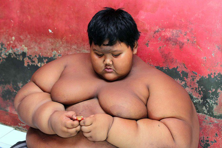 Arya-Permana-enfant-192-kilos-10-ans-indonesie-6