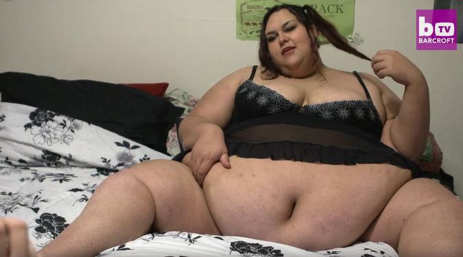 Buzz-Photos-Elle-mange-pour-devenir-la-femme-la-plus-grosse-du-monde_portrait_1