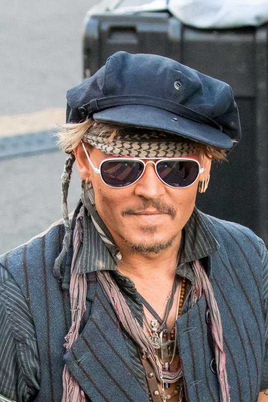 Johnny-Depp-le-31-octobre-a-Los-Angeles_portrait_4