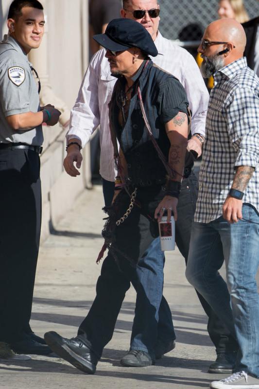 Johnny-Depp-le-31-octobre-a-Los-Angeles_portrait_5