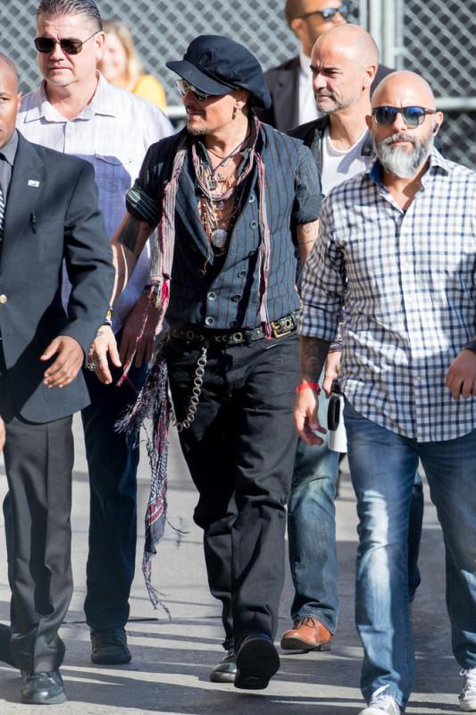 Johnny-Depp-le-31-octobre-a-Los-Angeles_portrait_6