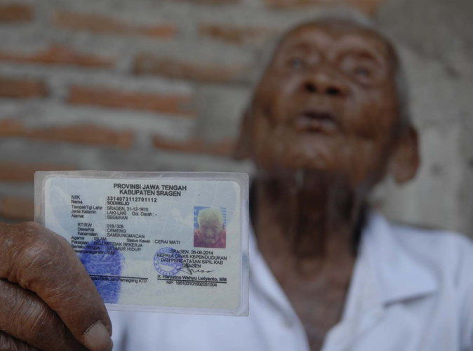 Public-Buzz-le-plus-vieil-homme-du-monde-fait-une-fete-pour-son-anniversaire
