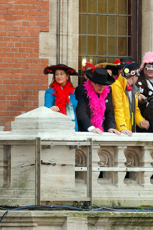 Photos-Segolene-royale-a-Dunkerque-elle-s-eclate-a-jeter-des-harengs-!_4