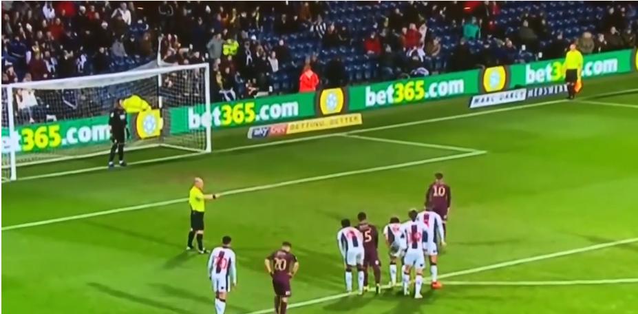 Le pire penalty de l'année tiré par un joueur de Swansea
