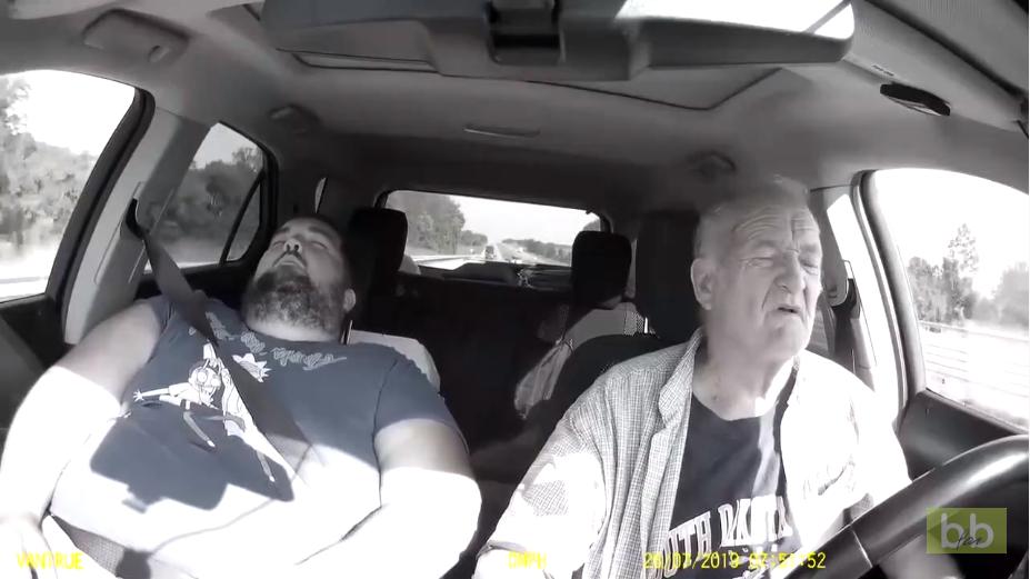 Un automobiliste s'endort au volant et engueule un autre conducteur