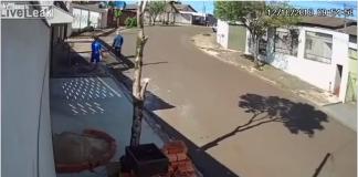 Des cambrioleurs idiots oublient le frein à main de la voiture