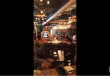 Il flambe des steaks au restaurant et ça ne se passe pas comme prévu