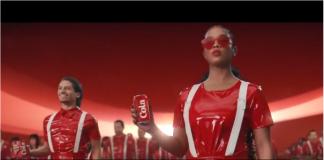 Pepsi repeint les Coca en noir pour sa publicité du Super Bowl