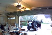Sa porte de garage bug au pire moment en pleine tempête