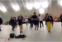 Shakira vous montre comment faire sa danse du Super Bowl